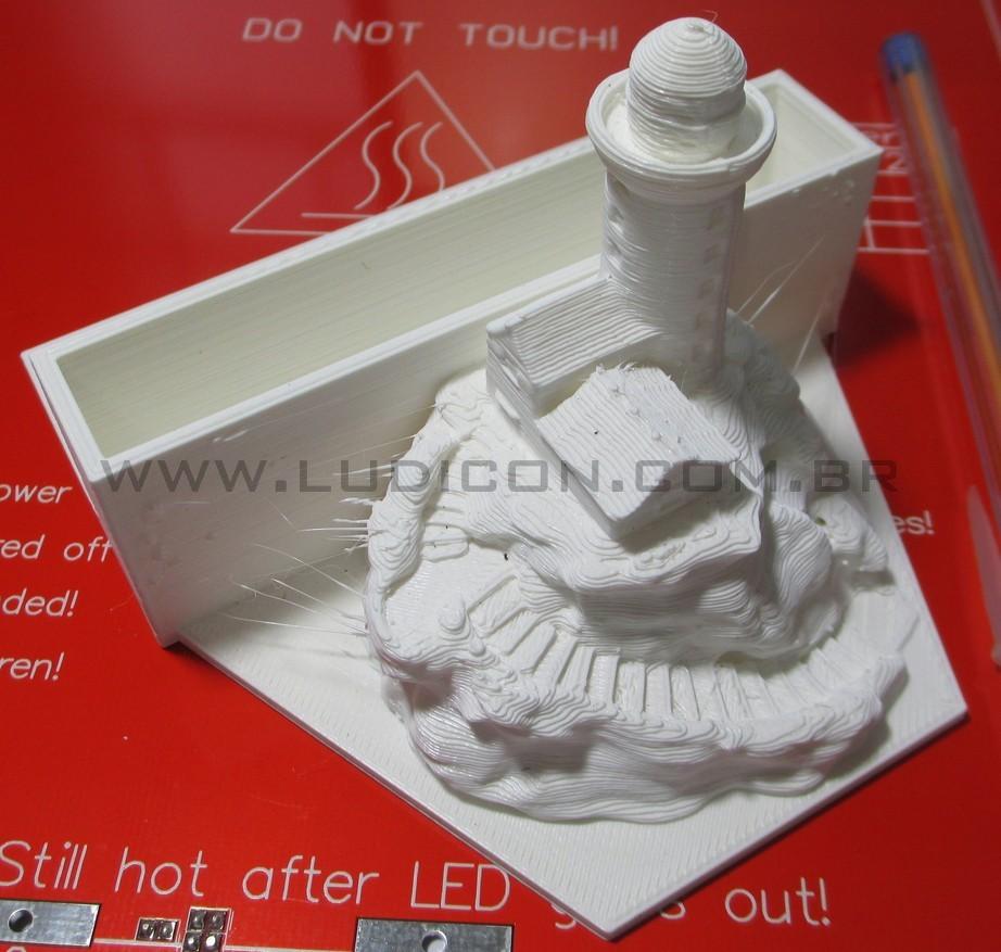 Esses filamentos e pequenas rebarbas são removidos no processo de acabamento.