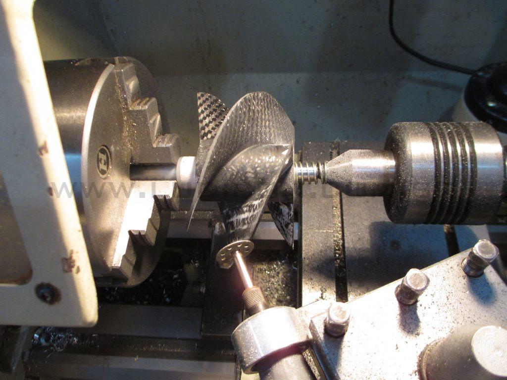 Ajustando um impulsor de turbina em Fibra de Carbono